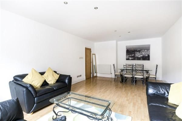 Flat to rent in Warren House, Beckford Close, London