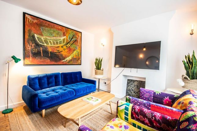 Thumbnail Flat to rent in Queen's Head Street, London