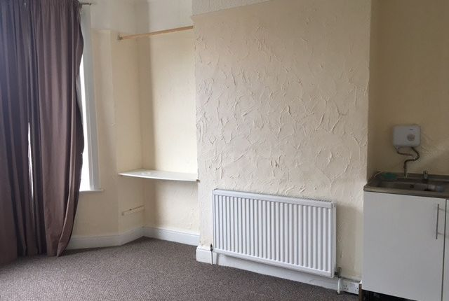 Thumbnail Room to rent in Genesta Road, Plumstead, London, Greater London