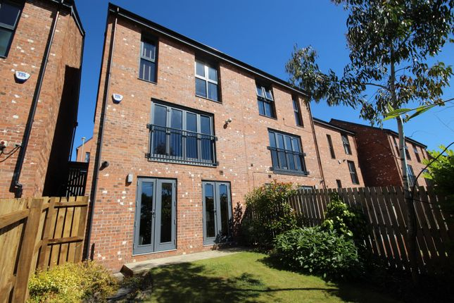 Thumbnail Town house to rent in Park View Avenue, Gateshead
