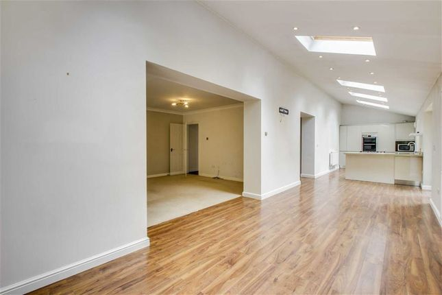 3 bed terraced house to rent in Maybach Court, Shenley Lodge, Shenley Lodge Milton Keynes
