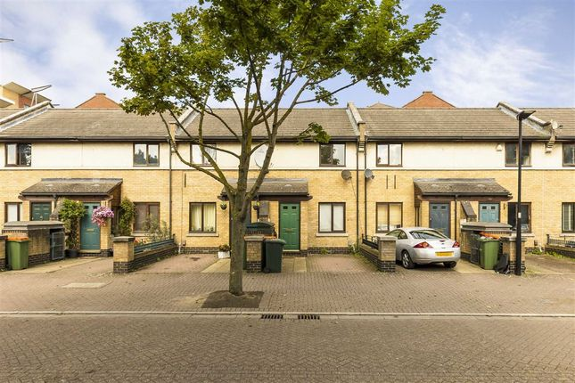 Terraced house to rent in Hanover Avenue, London