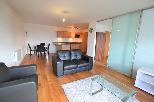 Flat to rent in Park Lodge Avenue, West Drayton