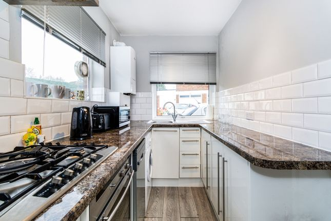 Thumbnail Flat to rent in Esher Road, Hersham, Walton-On-Thames
