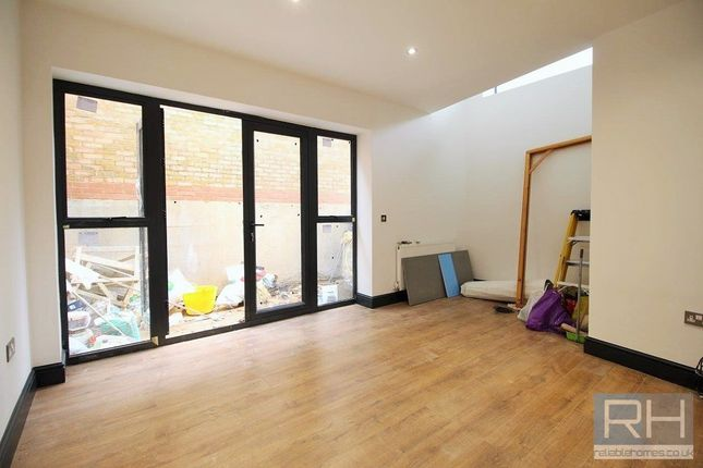 Thumbnail Mews house to rent in Montague Road, London