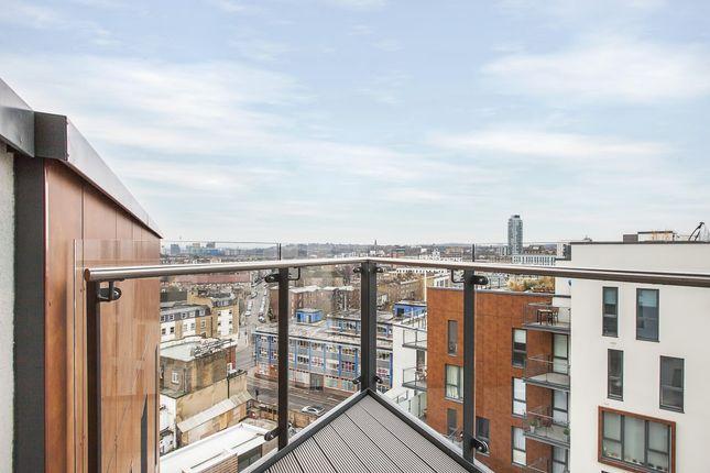 Balcony of John Donne Way, London SE10