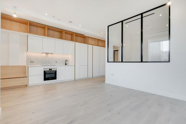Thumbnail Flat to rent in Apt-Parkview, Brentford