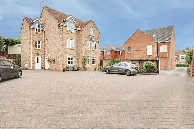 Thumbnail Flat for sale in Aprt 2, Crescent Court, Willerby