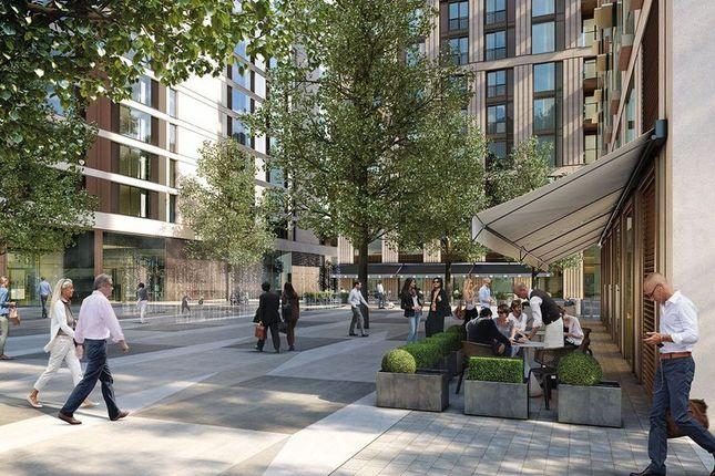 Piazza of Luxurious Riverside Apartment, Belvedere Gardens, London SE1