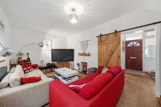 Thumbnail Maisonette to rent in Castlecombe Drive, London