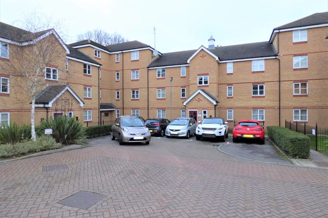 Thumbnail Flat for sale in Pickard Close, London