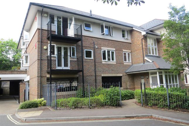 Thumbnail Flat to rent in Sarum Road, Winchester