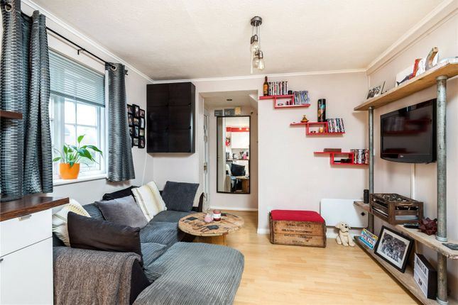 Thumbnail Mews house for sale in Finnart Close, Weybridge, Surrey
