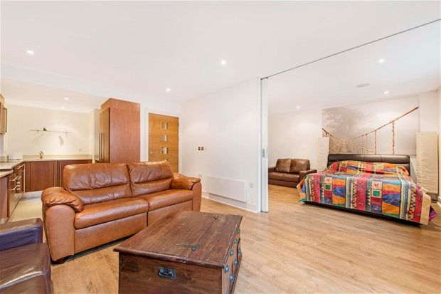 1 bed flat for sale in Queenstown Road, London
