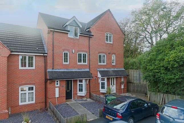 Thumbnail Town house for sale in Evesham Road, Crabbs Cross, Redditch