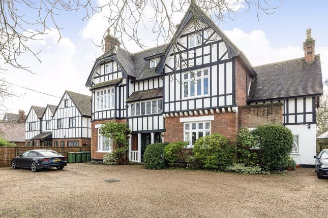 2 bed flat for sale in Beauchamp Road, East Molesey KT8