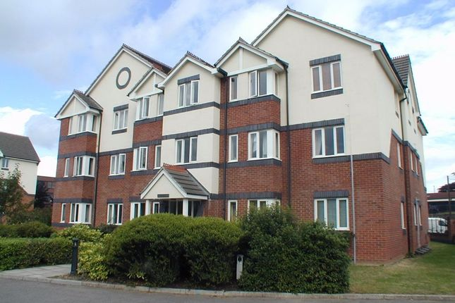 1 bed flat to rent in Roydon Court, Mayfield Road, Hersham, Walton-On-Thames, Surrey
