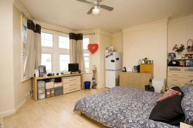 Thumbnail Shared accommodation to rent in Old Kent Road, London