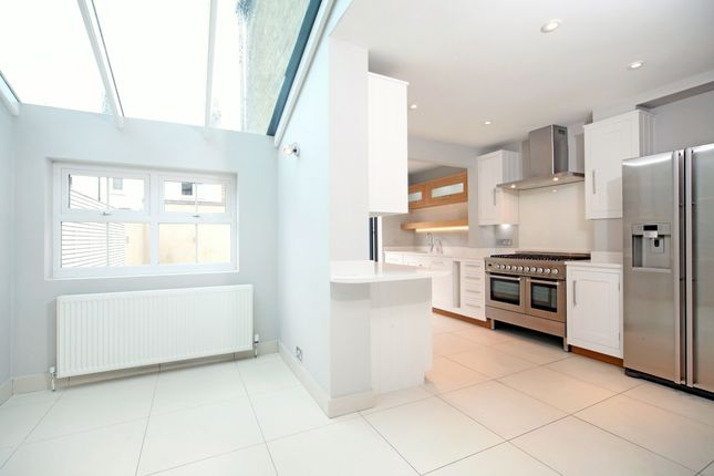 Thumbnail Town house to rent in Devereux Road, Windsor