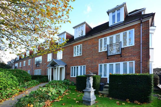 Thumbnail Flat for sale in Pavillion Court, Wimbledon