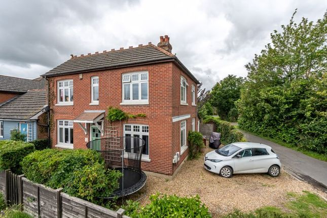 4 bed property to rent in Broad Road, Hambrook, Chichester PO18