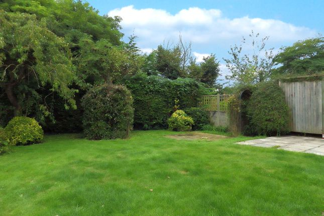Picture 11 of Busbys Close, Clanfield, Oxfordshire OX18