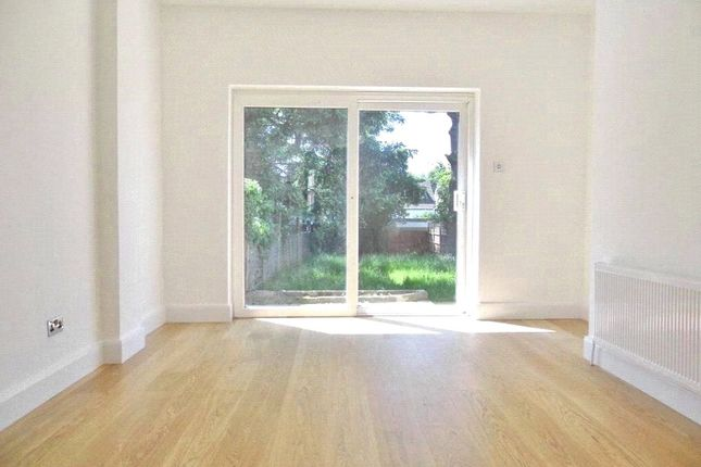 2 bed flat to rent in Eversleigh Road, Finchley, London