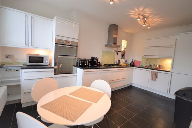 2 bed flat to rent in Morley Road, Lewisham