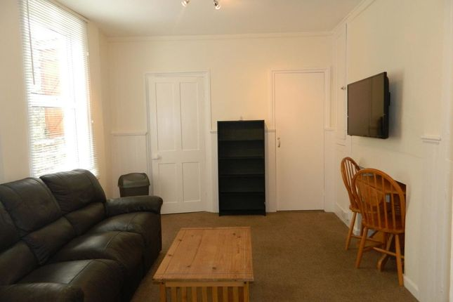 2 bed flat to rent in Hill Park Crescent, Plymouth