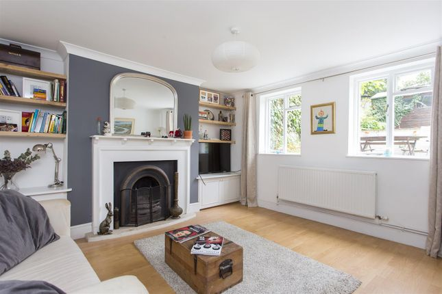 2 bed flat for sale in Evering Road, London
