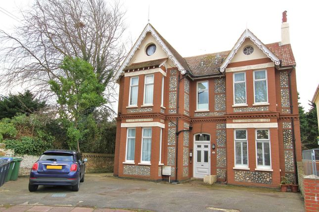 Thumbnail Flat to rent in Winchester Road, Worthing