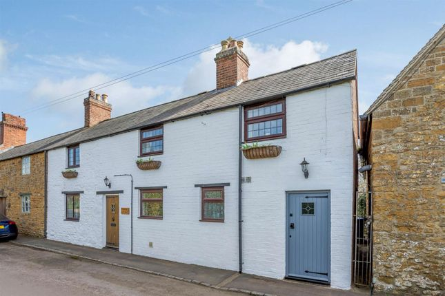 3 bed property for sale in Spring Lane, Little Bourton, Banbury, Oxfordshire OX17