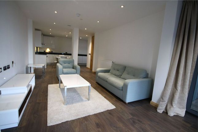 Flat to rent in Pinnacle Tower, Fulton Road, Wembley