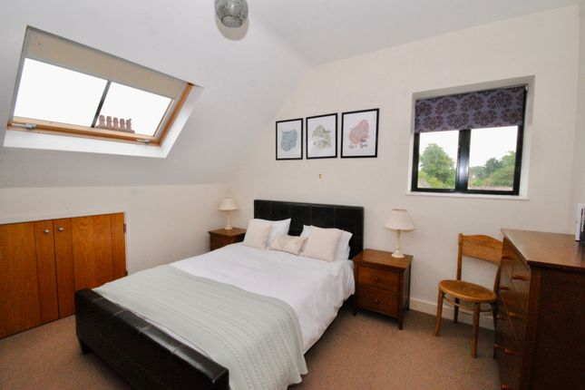 Thumbnail Flat to rent in Crofters Court, Witney