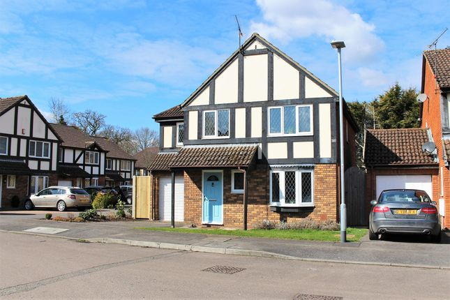 Thumbnail Detached house to rent in Laburnum Road, Winnersh, Wokingham