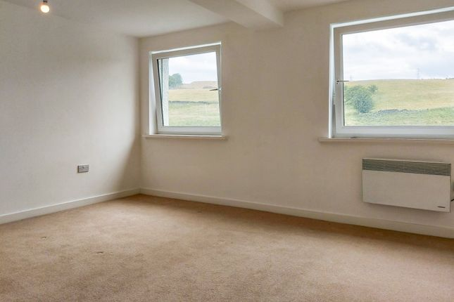 Thumbnail Flat to rent in Parkwood Court, Keighley, Bradford