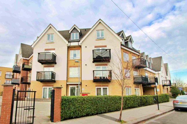 Flat for sale in Featherstone Road, Featherstone Court, Allocated Parking