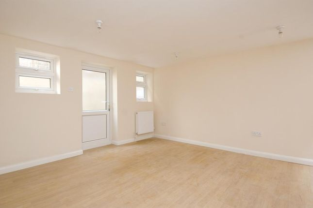 Thumbnail Flat to rent in Chatsworth Road, Hackney