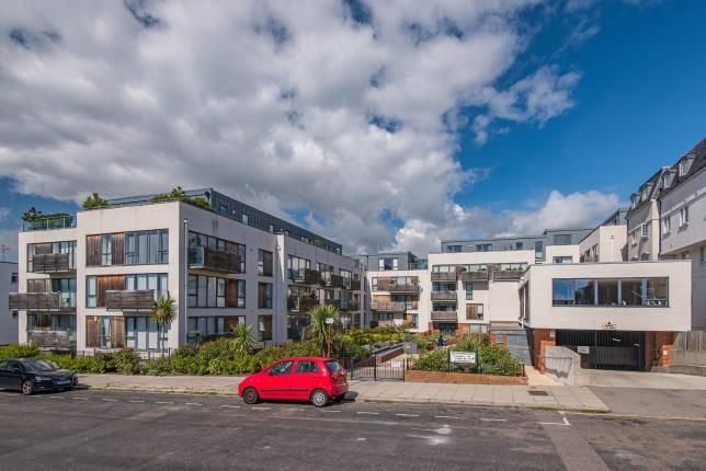 Thumbnail Flat for sale in Southdown House, 4-8 Somerhill Avenue, Hove, East Sussex