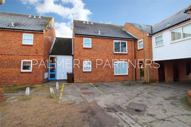 Thumbnail Flat for sale in Swallowdale, Colchester