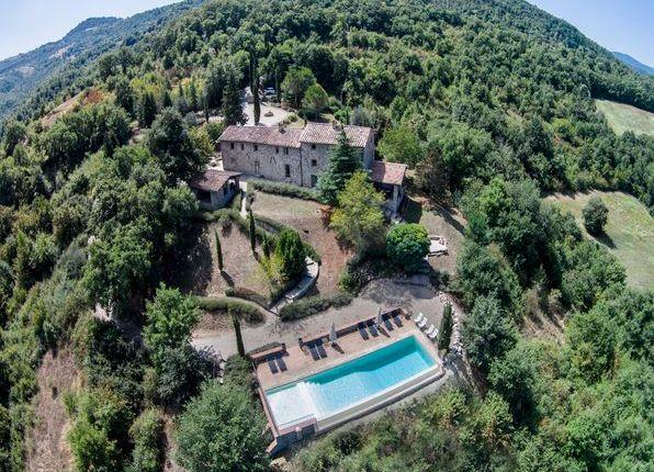 Thumbnail Farmhouse for sale in Casa Vecchia, Preggio, Italy