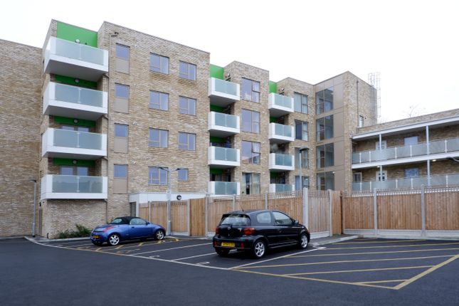 2 bedroom flat for sale in Brighton Road, Sutton