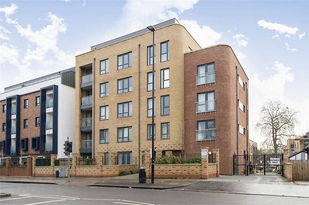 2 bed flat for sale in 565 London Road, Isleworth, Middlesex