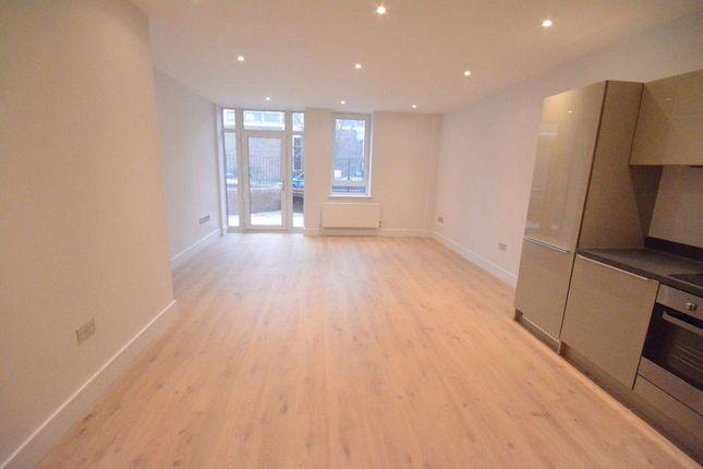 Thumbnail Flat to rent in Ringside, High Street, Bracknell