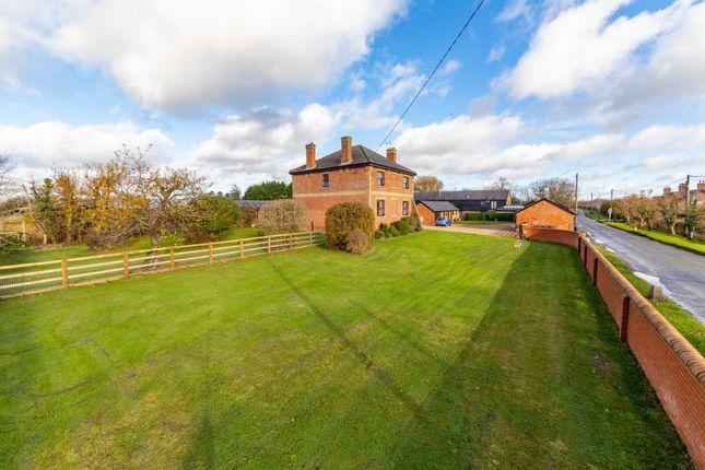 Thumbnail Farmhouse to rent in Puttenham, Near Tring