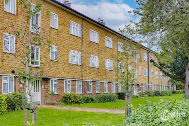 3 bed flat for sale in Lordship Lane, London N22
