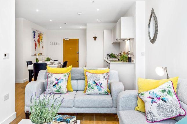 Thumbnail Flat to rent in Bond Way, Bracknell