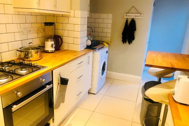 4 bed terraced house to rent in Mortlake Road, Ilford IG1