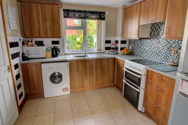 Kitchen of Irwell, Tamworth B77