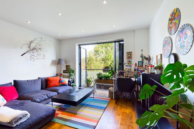 Thumbnail Flat to rent in Bramley Road, Oakwood